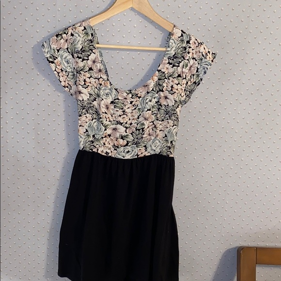 Urban Renewal Dresses & Skirts - Women's Urban Renewal Above Knee Dress Size M
